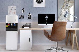 espacio de trabajo en una oficina coworking moderna de una startup con un dispensador para oficina edén moon
