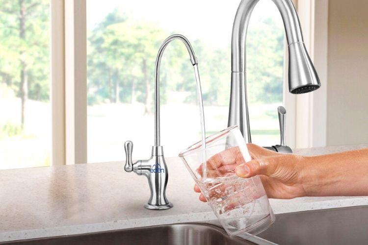 Purificador de agua Edén Eco en tope de cocina hogar