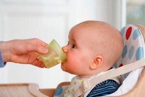 el agua de grifo es buena para bebés recién nacidos