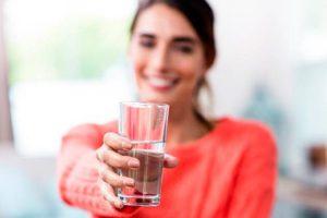 tomar más agua nos ayuda a mejorar nuestra salud