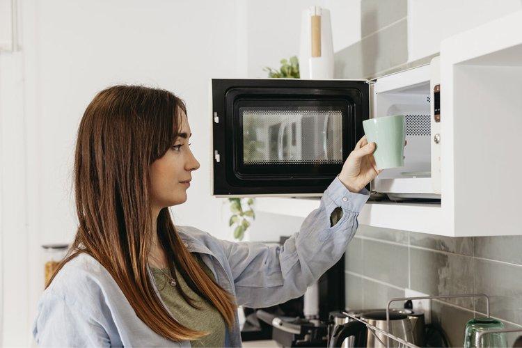calentar agua en el microondas
